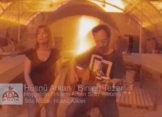 Hüsnü Arkan & Birsen Tezer – Hoşgeldin Şarkı Sözleri / Dinle / İzle
