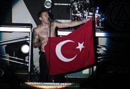 Linkin Park'ın Solisti Chester Bennington İntihar Etti!